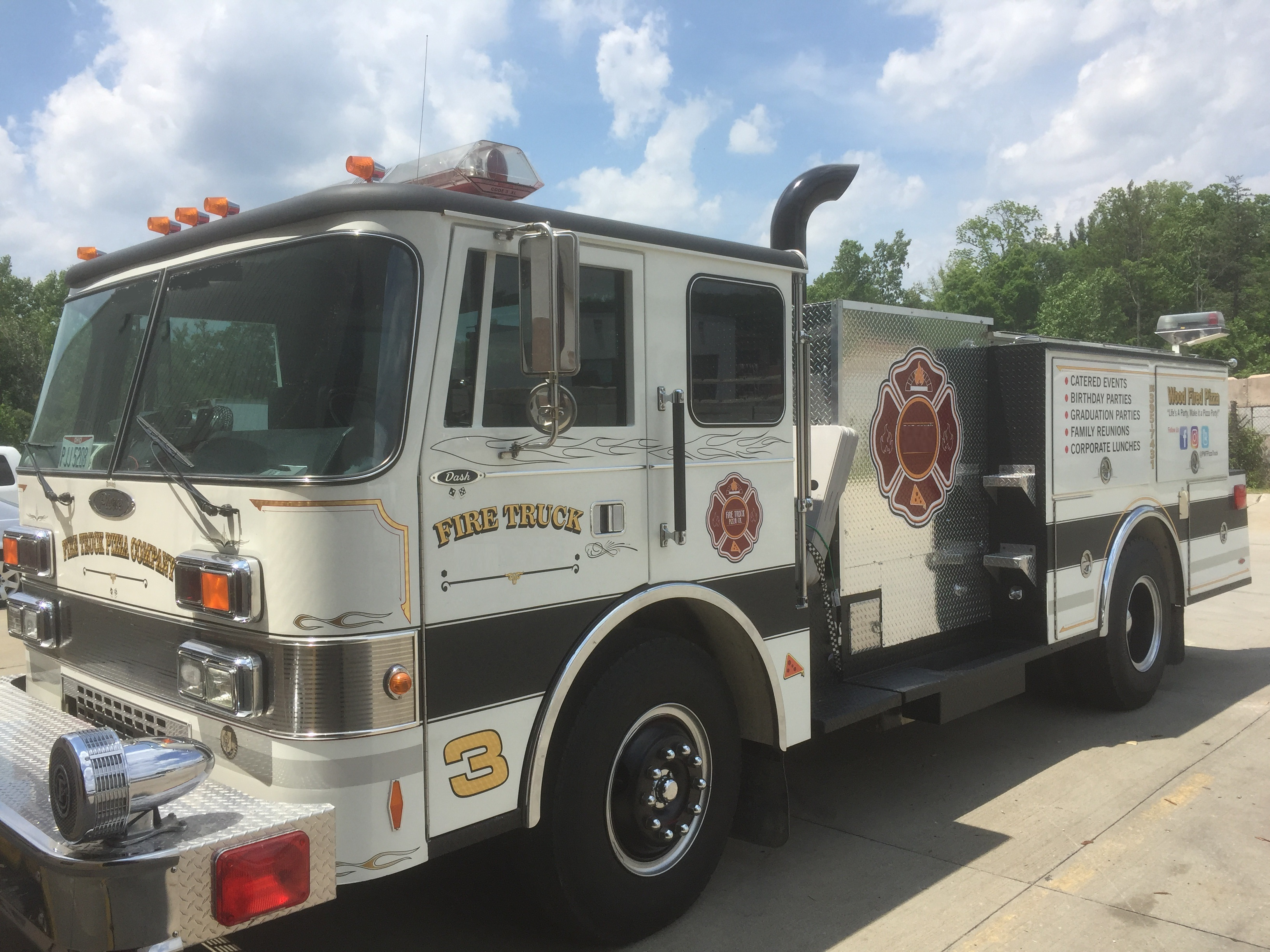 Food Sale: Fire Engine Food Truck W/ Pizza Oven! $65k